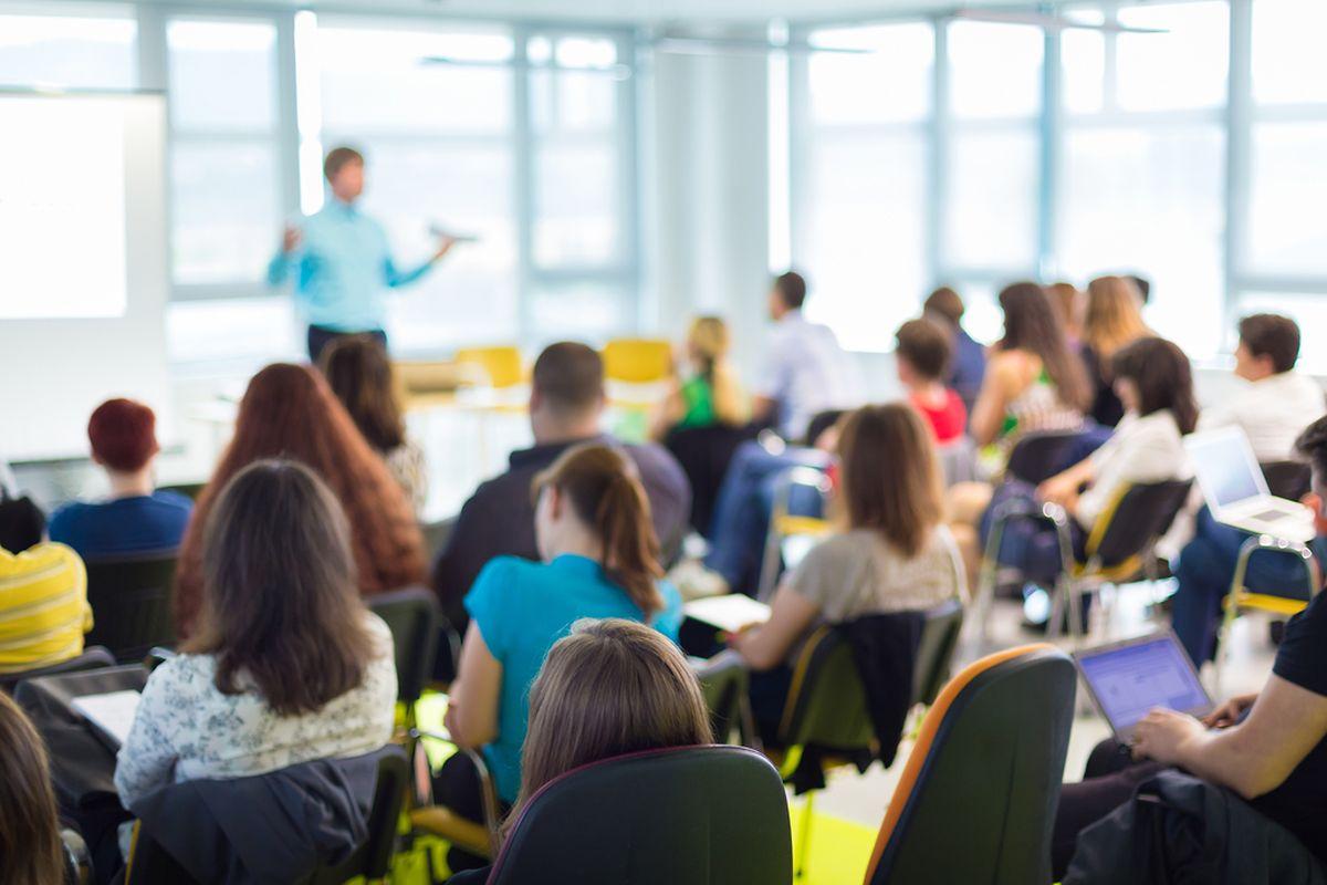 Der Mangel an einer ausgeprägten und aufgeklärten Debattenkultur beginnt bereits in der Schule - und zieht sich durch die ganze Gesellschaft bis ins Parlament.