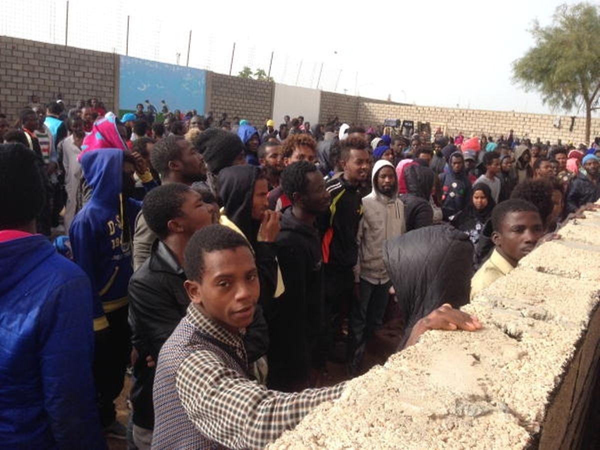 La plupart des migrants détenus ont été interceptés sur des bateaux de fortune en mer Méditerranée par des gardes-côtes libyens.