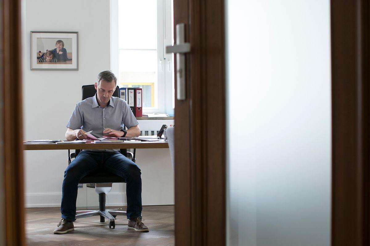 Vor einem Jahr installierte sich Georges Mischo im Escher Bürgermeisterbüro.