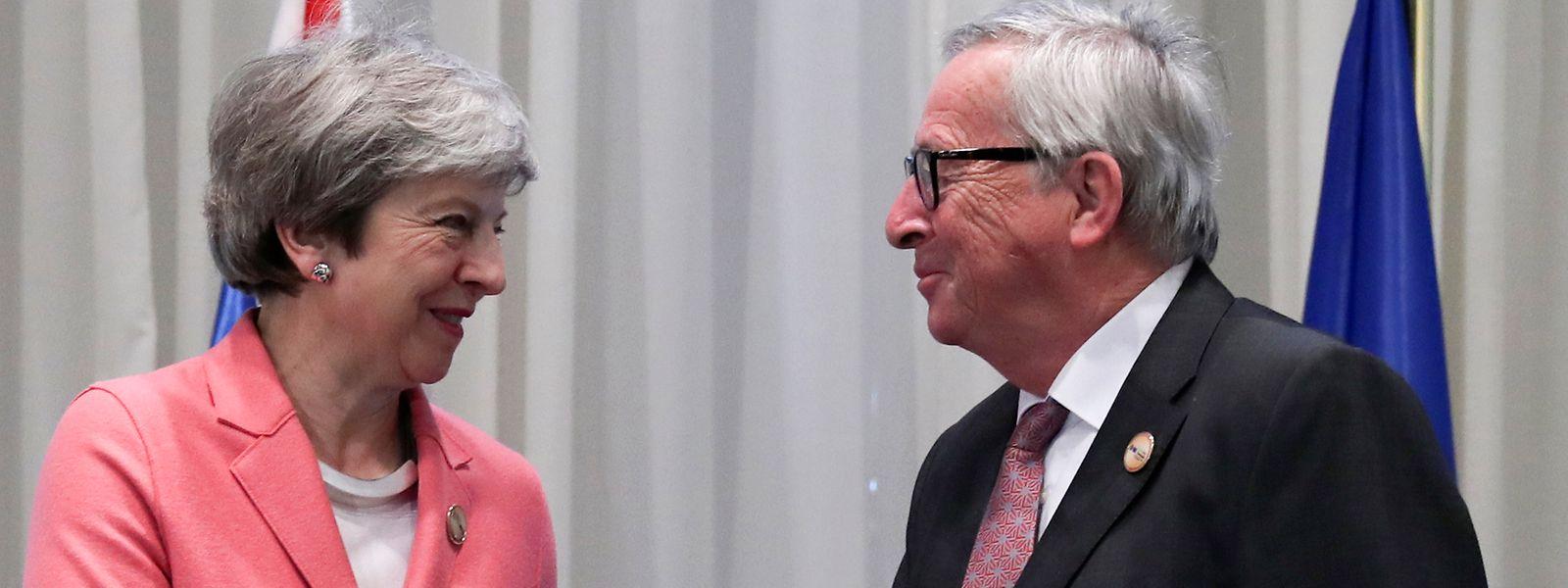 La Première ministre britannique Theresa May et le président de la Commission européenne à Charm el-Cheikh lors du sommet entre l'UE et la Ligue arabe.