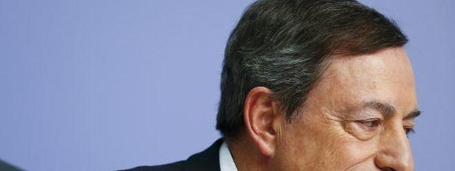 O presidente do Banco Central Europeu, Mario Draghi, manteve o programa de estímulos à economia da zona euro.