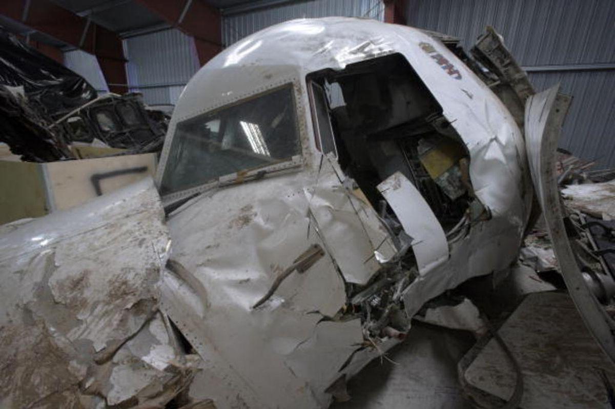 """Fast genau zehn Jahre nach dem Absturz der Maschine waren die Wrackteile im Oktober 2012 entsorgt worden. Sie waren seit April 2003 in den Hallen der """"Fourrière judiciaire"""" auf dem ehemaligen WSA-Gelände in Sassenheim eingelagert."""