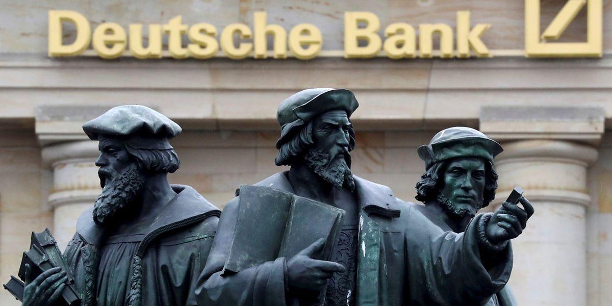 Die Deutsche Bank besorgt sich frisches Kapital.