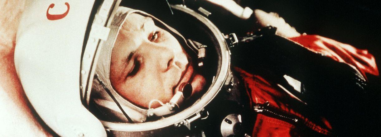 """""""Auf geht's"""" - so Juri Gagarin zu seiner Bodencrew, kurz bevor ihn die Rakete am 12. April 1961 zum ersten Mann im All machte."""