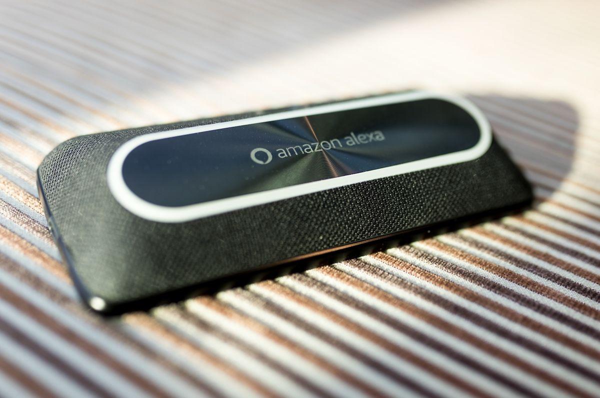 Dieser vernetzte Lautsprecher spielt Stereoton ab und beinhaltet auch Amazons Sprachassistent Alexa.