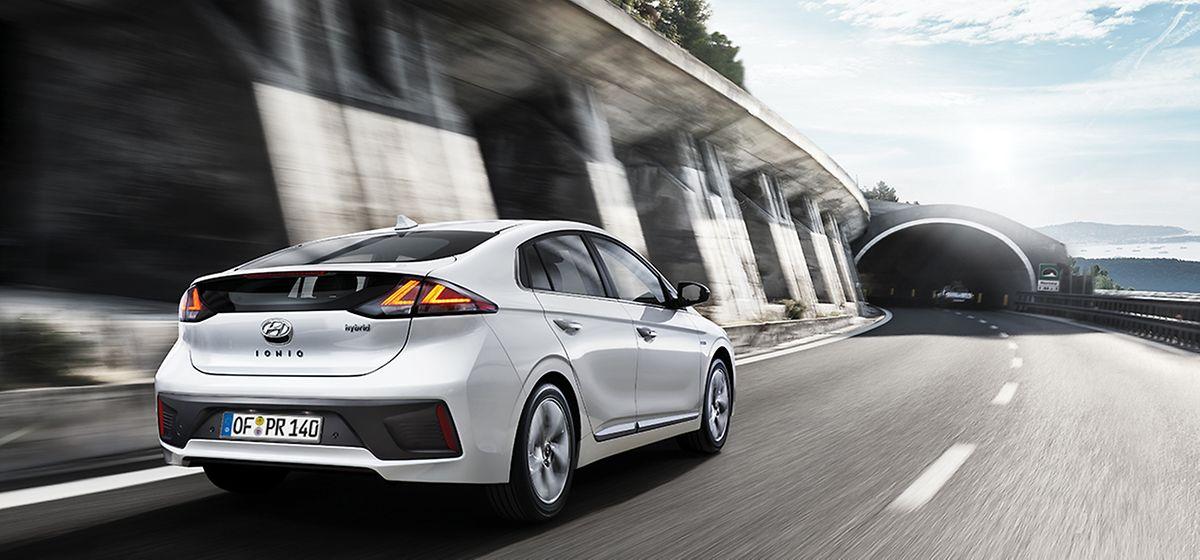 In Autos wie dem Hyundai Ioniq kann der Verbrennermotor auch die Batterie aufladen.