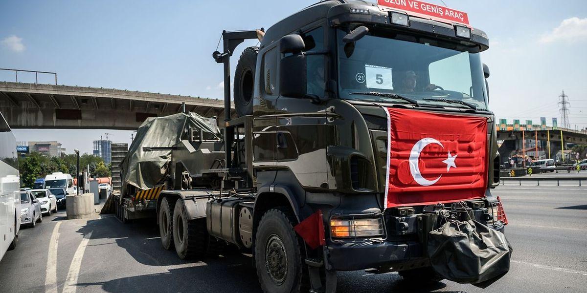 An der Südgrenze geht die Türkei härter gegen kurdische Volksschutzeinheiten vor.