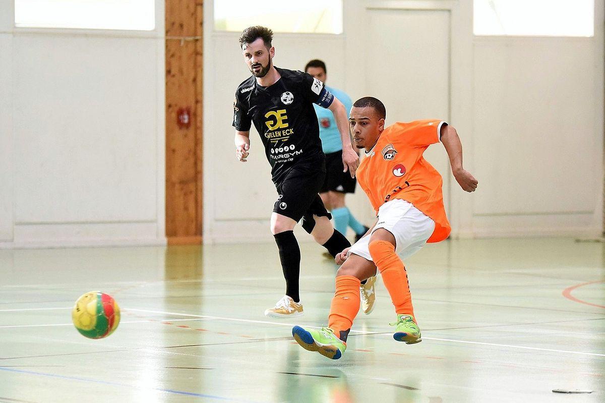 Rui Fortes (en orange, Amicale Clervaux) et Filipe Maia (Samba 7 ALSS).
