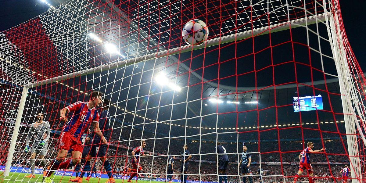 Robert Lewandowski marcou dois dos golos do Bayern