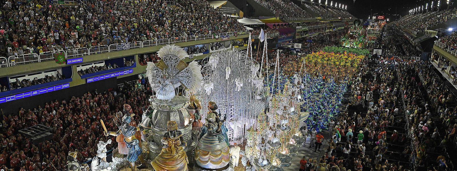 C'est au sambodrome que cette gigantesque fête populaire prend toute sa dimension féerique