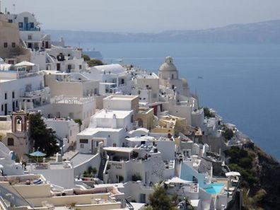 Ob Festland oder Insel: An Griechenland - auf dem Foto Santorini - führt dieses Jahr kein Weg vorbei. (Foto: Fern Morbach)