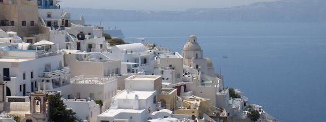 Ob Festland oder Insel: An Griechenland – auf dem Foto Santorini – führt dieses Jahr kein Urlauberweg vorbei.