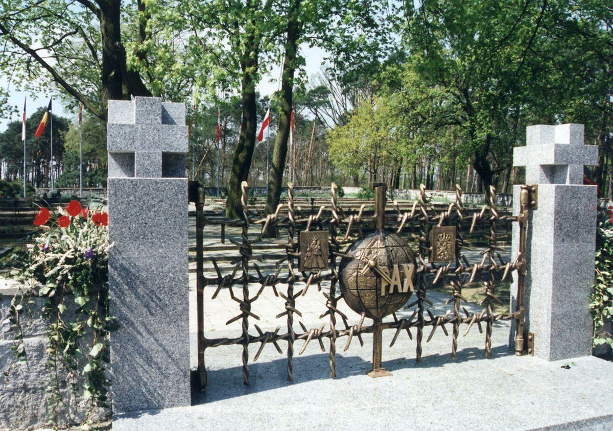 Zur Erinnerung an die 91 ermordeten Luxemburger wurde am Sonntag, dem 30. April 1995, eine Ehrenpforte auf dem Friedhof von Slonsk (Sonnenburg) eingeweiht