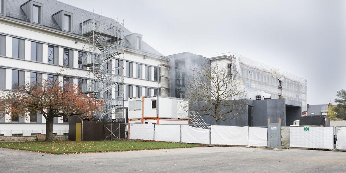 "Die Renovierung des ""Lycée Hubert Clément"" soll noch bis Dezember andauern."