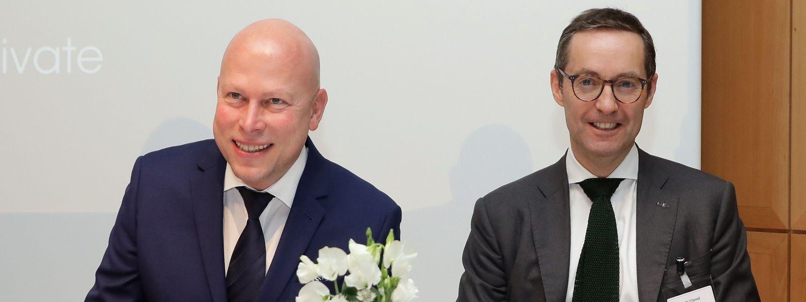 Uni-Direktor Stéphane Pallage und Keith O'Donnell von Atoz (v.l.): Die Atoz-Stiftung finanziert den Lehrstuhl weitere fünf Jahre.