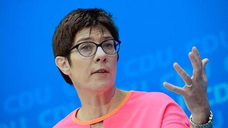 Annegret Kramp-Karrenbauer, 55 ans, ministre-présidente de Sarre depuis 2011, qu'elle dirige avec les sociaux-démocrates pour un deuxième mandat consécutif.