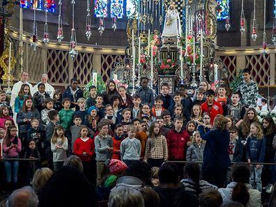 """Die Messe für das Dekanat Echternach und die Pfarrverbände """"Consdorf"""", """"Ënnersauer"""", """"Lënster"""" und """"Iechternach""""."""