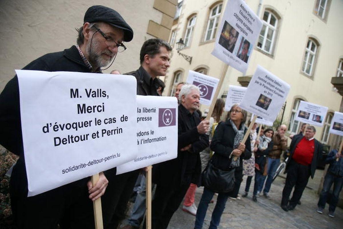 Beim Besuch des französischen Premierministers Manuel Valls vor wenigen Tagen zeigten einige Bürger Solidarität mit Deltour und Perrin. Valls erklärte, der Fall sei eine Angelegenheit der luxemburgischen Justiz.
