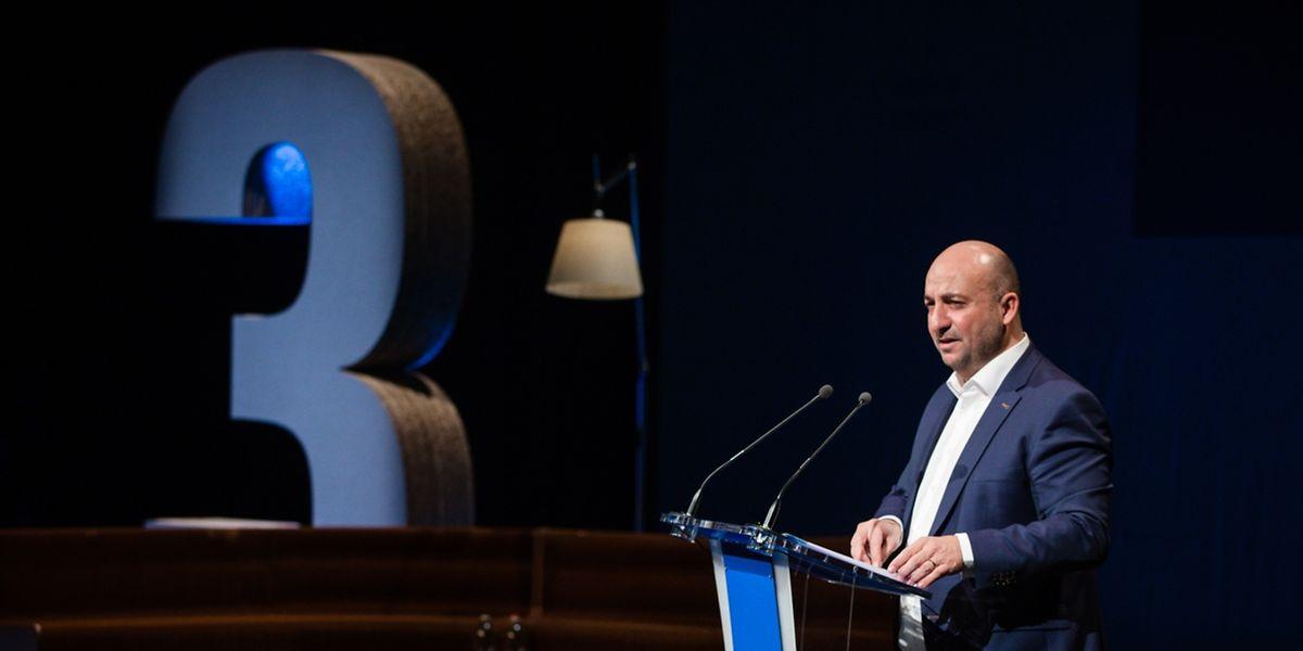 Wirtschaftsminister Schneider treibt die dritte industrielle Revolution in Luxemburg voran. Doch in der Wachstumsfrage bläst ihm Gegenwind ins Gesicht.