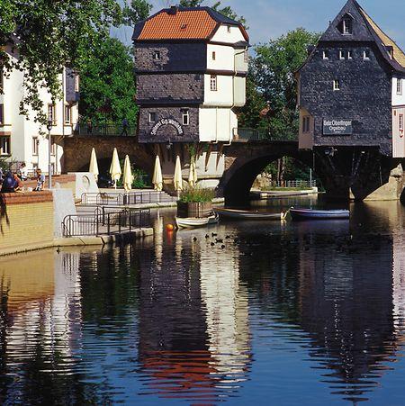 """Vom Kurzentrum aus erreicht man in etwa zehn Minuten zu Fuß die Alte Nahebrücke und die """"historische Neustadt"""" von Bad Kreuznach."""