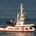 """Migrações. OpenArms declina oferta de Espanha dada """"situação insustentável"""" a bordo"""