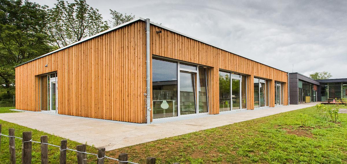 """Beispiel """"Crèche"""" in Schüttringen: Nachwachsend, leicht zu verarbeiten und mit vielen positiven Eigenschaften: Holz ist in der Architektur wieder gefragt."""