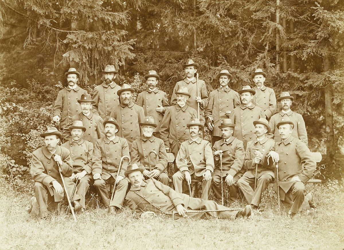 No século XIX, fazia parte das competências da Guarda Florestal o abate e a perseguição dos lobos. Em menos 50 anos, as alcateias foram extintas.
