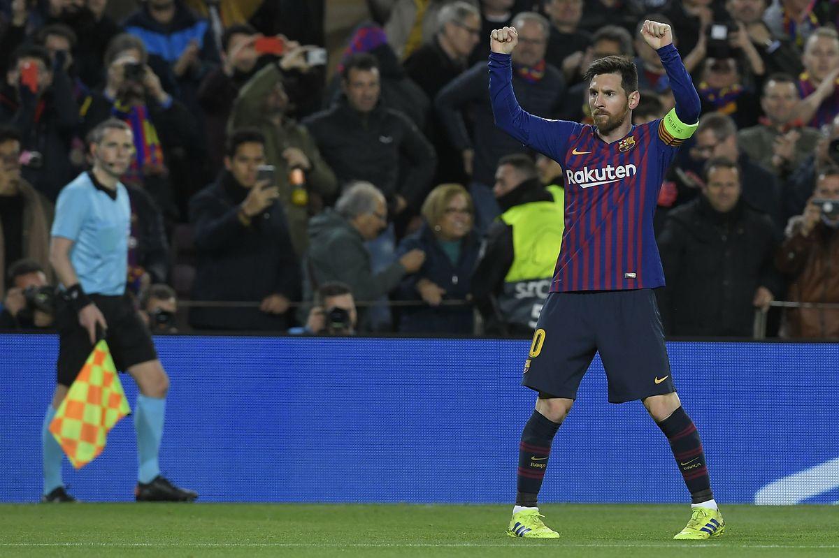 Messi celebra após o triunfo sobre os franceses do Lyon.