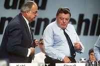 """WDR Fernsehen WDR-DOK, """"Duelle - Helmut Kohl gegen Franz Josef Strauß"""", Ein Film von Michael Wech, am Montag (29.03.10) um 23:15 Uhr.Bundeskanzler Helmut Kohl und der bayerische Ministerpräsident und CSU-Vorsitzende Franz Josef Strauß (r) während des 34. CDU-Bundesparteitags am 07.10.1986 in Mainz.© WDR/dpa/Jörg Schmitt, honorarfrei - Verwendung gemäß der AGB im engen inhaltlichen, redaktionellen Zusammenhang mit genannter WDR-Sendung bei Nennung """"Bild: WDR/dpa/Jörg Schmitt"""" (S3), WDR-Pressestelle,Tel. 0221 220-4405 oder -2408, Fax -8471, mail fotoredaktion@wdr.de"""