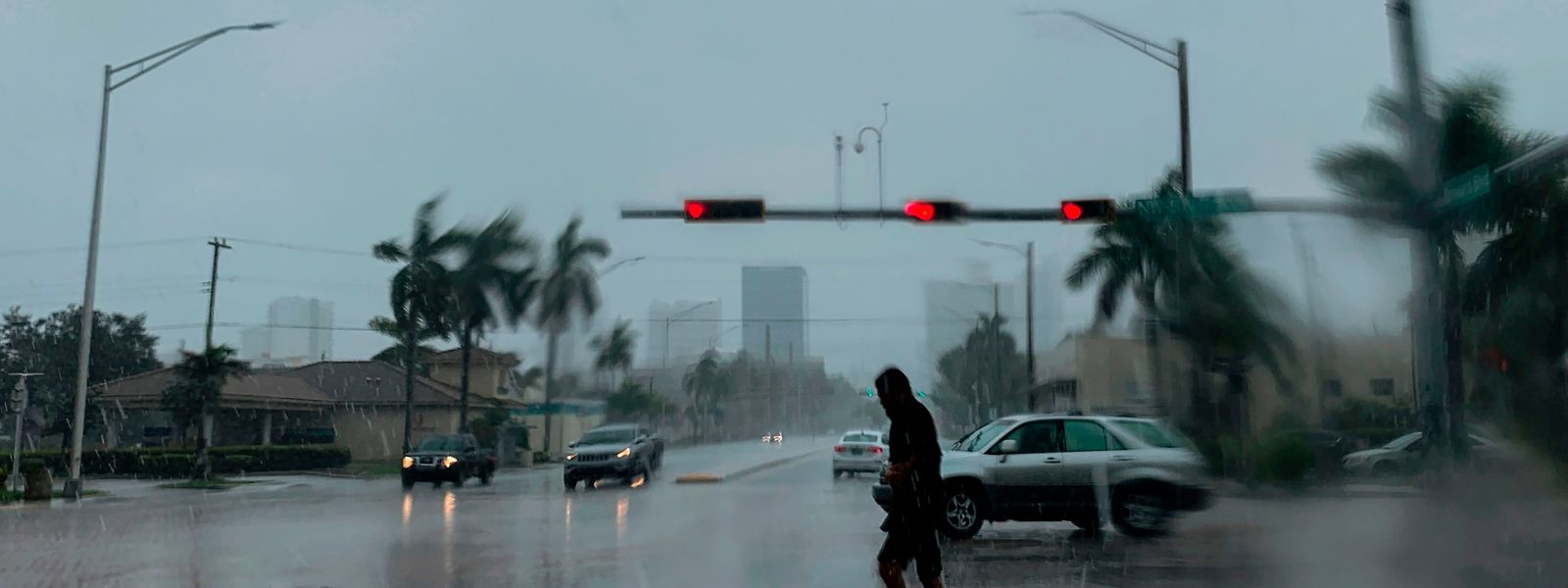 Après avoir frappé les Bahamas, les Floridiens retiennent leur souffle.