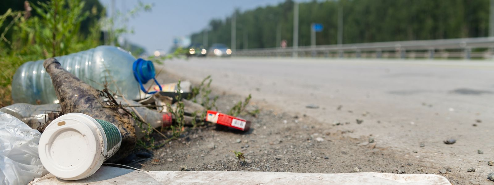 Chaque année, 216 kg de déchets sont ramassés à chaque kilomètre d'autoroute.