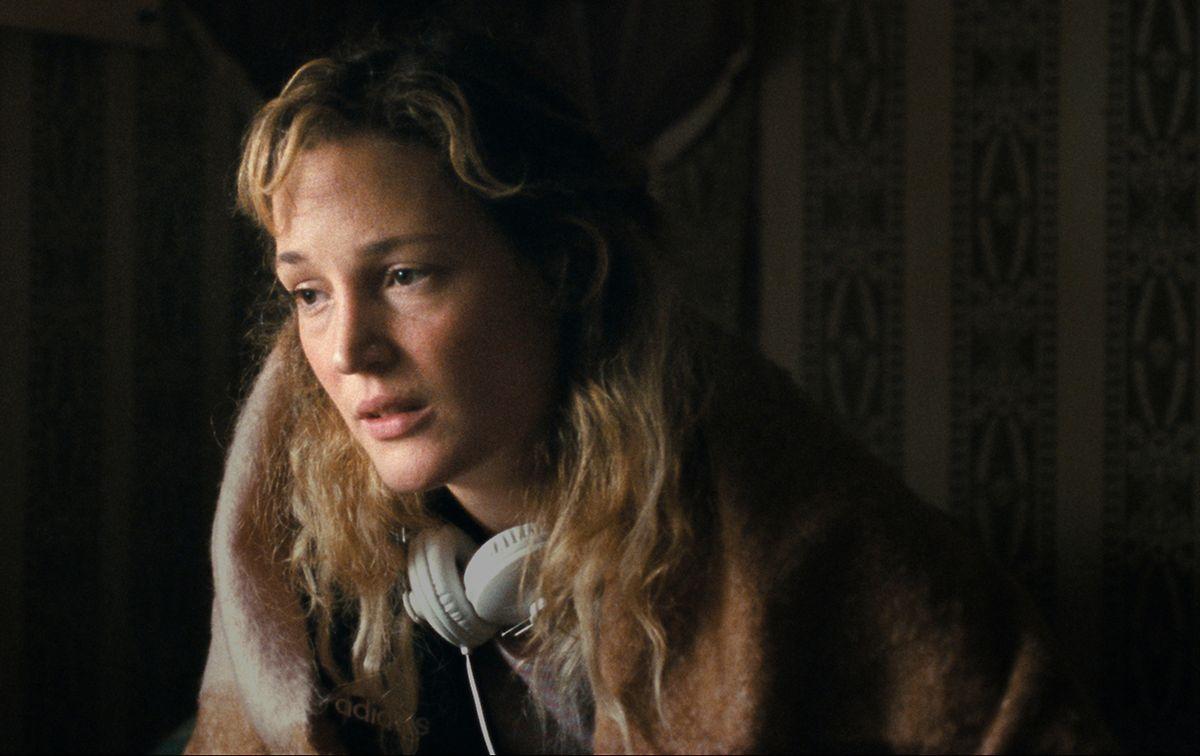 Vicky Krieps dans le rôle de Lucy.