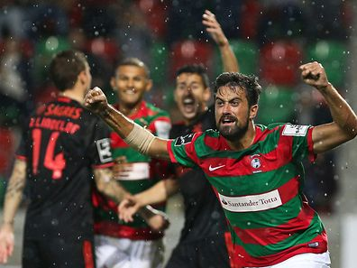 Maritimo´s Maurício celebrates after scoring a goal against Benfica during Portuguese First League Soccer match held at Barreiros Stadium, Funchal, Portugal, 01 December, 2016. GREGORIO CUNHA / LUSA