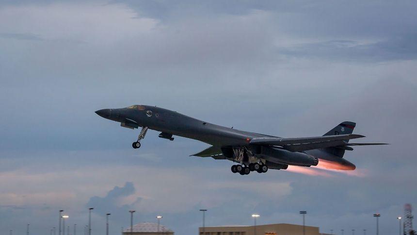 Deux B-1B Lancers basés sur l'île de Guam, ont volé mardi soir près de la mer du Japon.