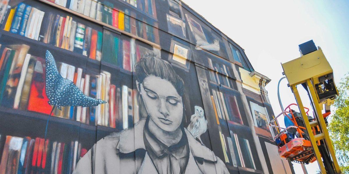 """La fresque de """"Mantra"""" aux portes de la Kulturfabrik"""