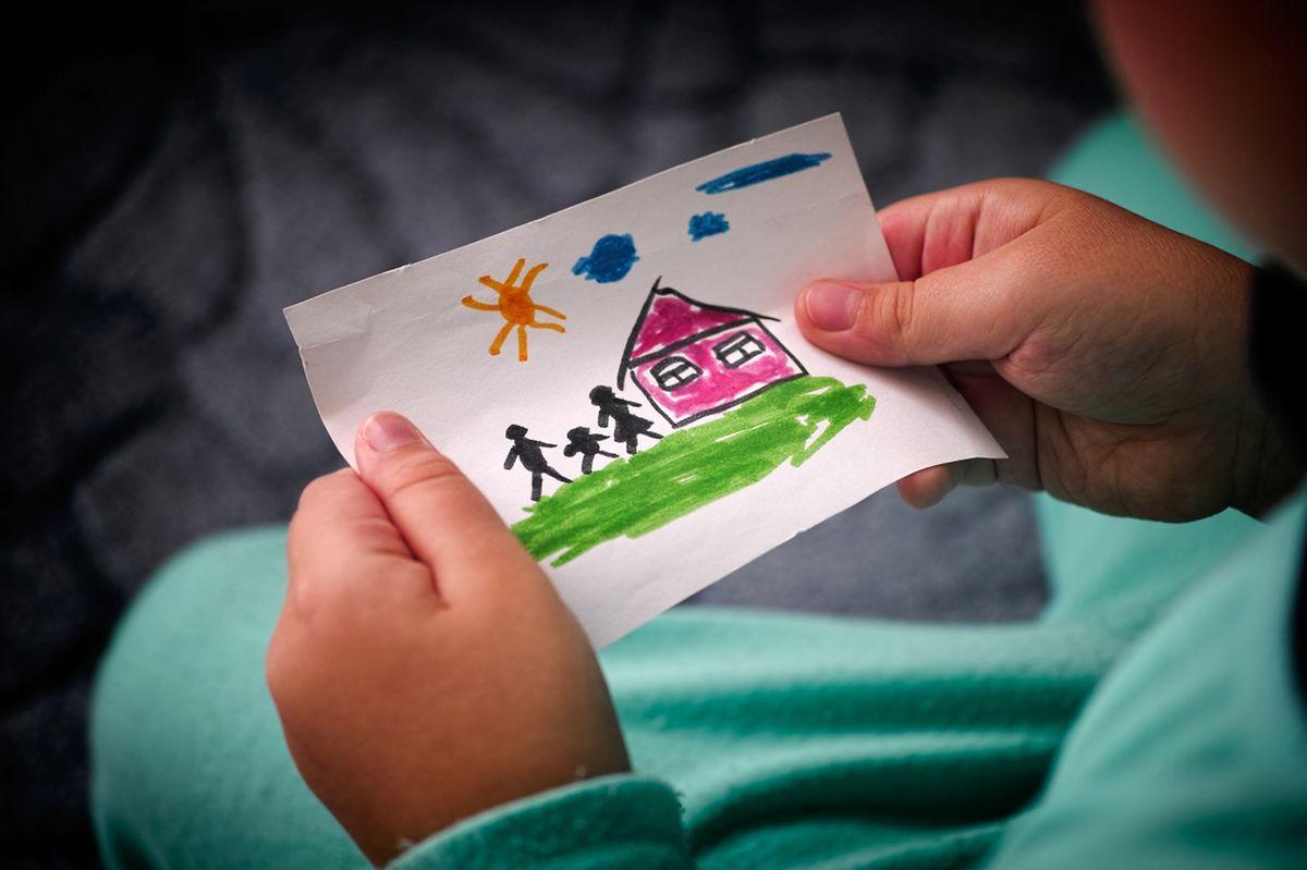 Gerade bei Heimkindern ist der Wunsch nach einer Mutter und einem Vater groß. (Foto: Shutterstock)