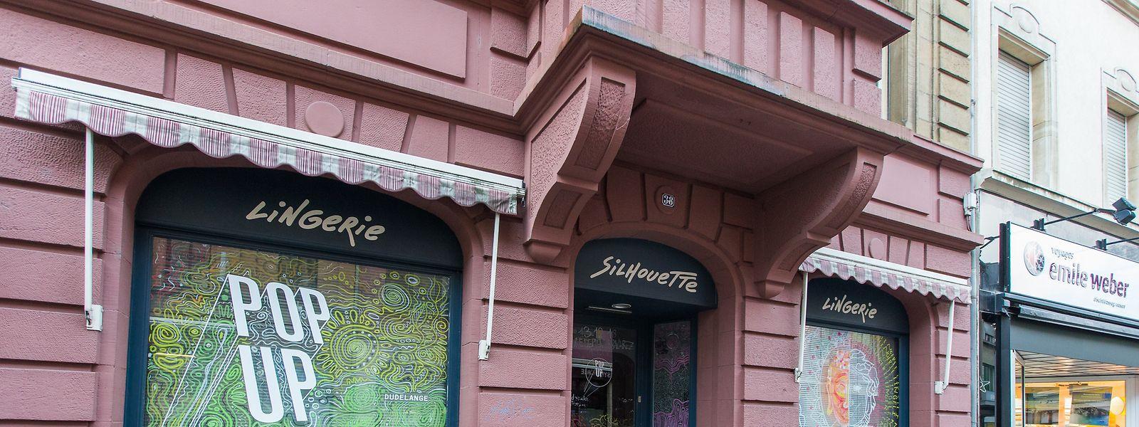 Im Geschäftslokal der ehemaligen Lingerie Silhouette wurde in den vergangenen Monaten mit neuen Geschäftsideen geworben. Dies war nicht nur ein Gewinn für das Stadtbild, sondern förderte zudem den lokalen Zusammenhalt.