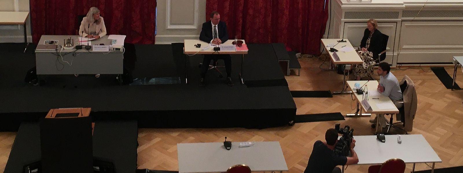 Nancy Kemp-Arendt, Fernand Etgen, Gesundheitsministerin Paulette Lenert und José Castro (vlnr) bei der öffentlichen Anhörung.