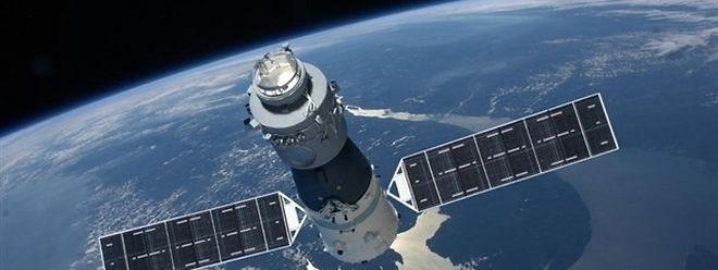 Tiangong 1 ist 8,5 Tonnen schwer - ungefähr fünf davon werden in der Atmosphäre verglühen.