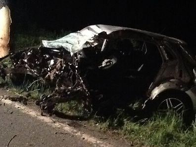 Zwischen Angelsberg und Mersch kam der Fahrer dieses Wagens bei der Frontalkollision mit einem Baum ums Leben.