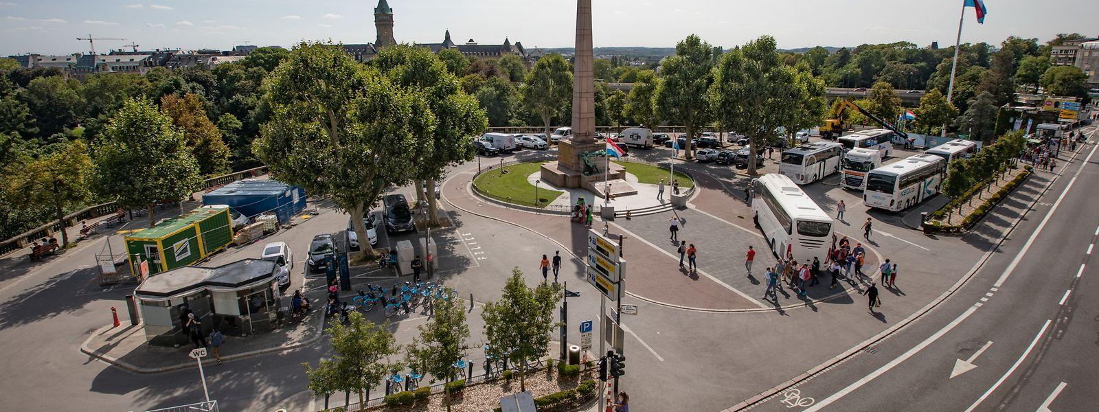 Fahrräd und Fußgänger statt Autos und Busse: Der sanften Mobilität wird bei der Neugestaltung der Place de la Constitution Vorrang eingeräumt.