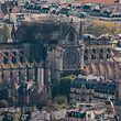 17.04.2019, Frankreich, Paris: Blick auf die Pariser Kathedrale Notre-Dame von einer Aussichtsplattform. Das Feuer vom Montag (15.04.2019) hatte die Kathedrale - wichtiges Wahrzeichen der französischen Hauptstadt und ein jährlich von Millionen Menschen besuchter Touristenmagnet - stark zerstört. Der Brand löste zugleich eine Welle der Hilfsbereitschaft aus. Foto: Marcel Kusch/dpa +++ dpa-Bildfunk +++