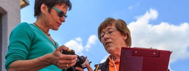 Eliane Polfer (r.) ist seit über 35 Jahren als Kampfrichterin in der Leichtathletik aktiv.