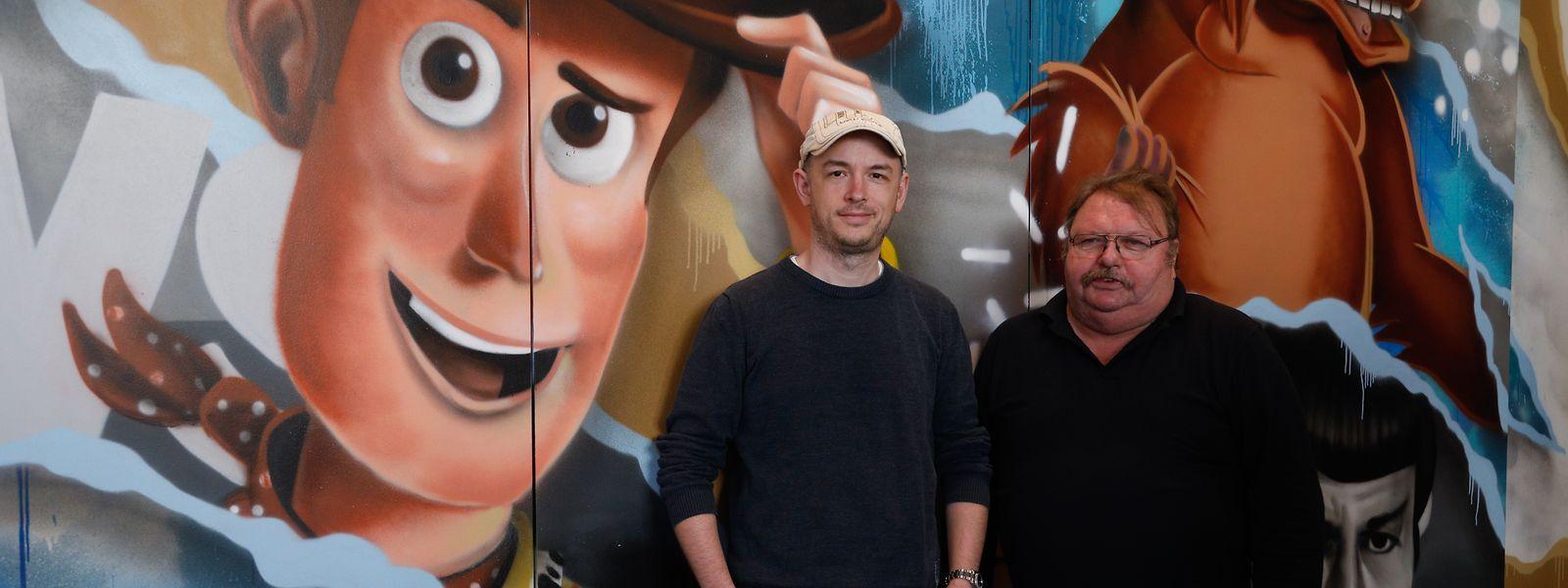Marc Barnig (l.) und Henri Knuppertz sind zwei der Ehrenamtlichen, die einen großen Teil ihrer Freizeit dem Betrieb des Kinoler widmen.