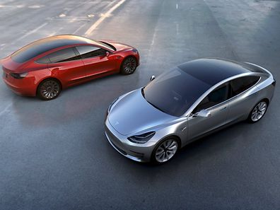 Ce n'est donc vraisemblablement que l'été prochain que Tesla dévoilera la version définitive de la Model 3 ainsi que sa gamme de prix officielle.