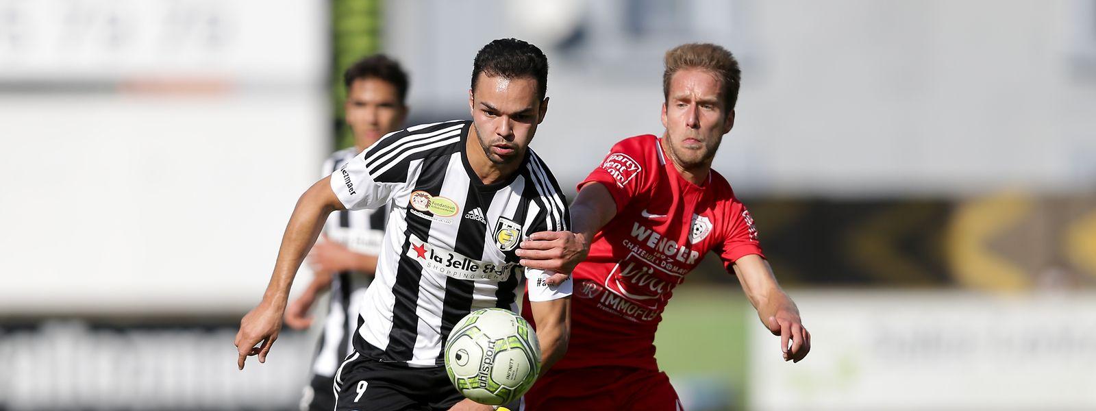 Antonio Luisi (l.), hier gegen Rosports Philippe Werdel, rettete Jeunesse immerhin noch einen Punkt.