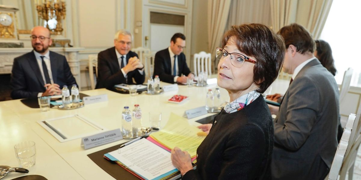 Die EU-Kommissarin Marianne Thyssen (vorne) will die Rechte für arbeitende Eltern ausbauen.