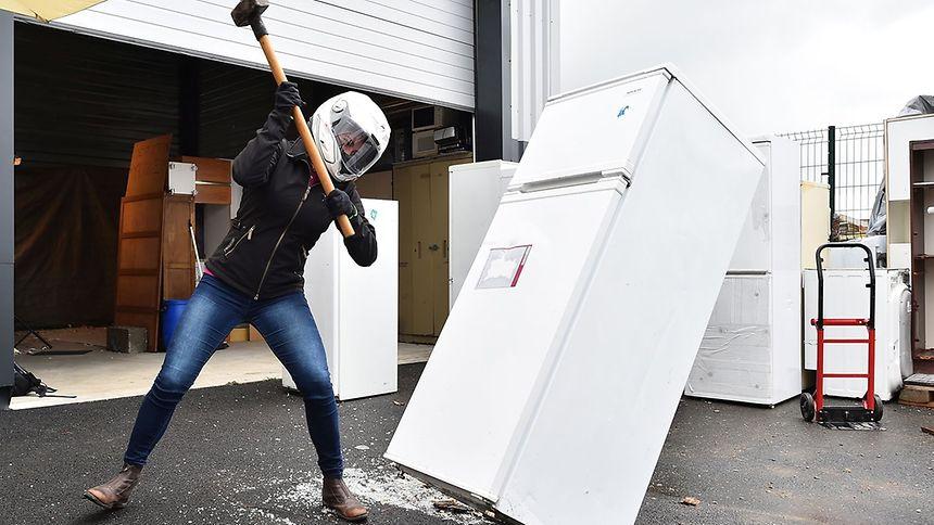 """L'idée a déjà séduit les États-Unis (""""rage room"""" ou """"anger room"""") et en France outre Rennes, Paris et Lyon ont déjà adopté l'atelier défouloir."""