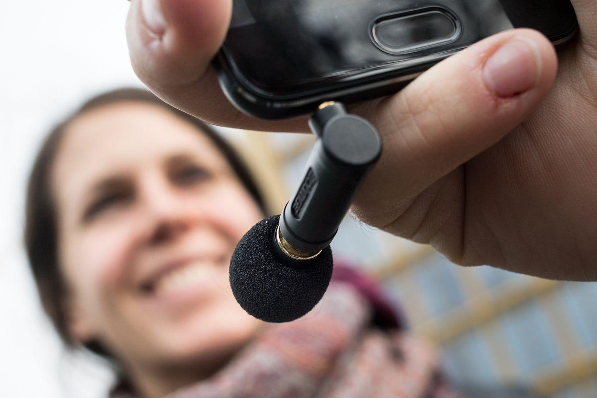 Wem die Tonqualität des eingebauten Mikros nicht genügt, kann etwa ganz einfach eins anstecken - etwa an den Klinkenschluss.