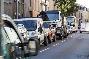 2.10. Echternach , rue Maximilien / Stau bei Verkehrsampel Foto:Guy Jallay